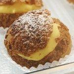 メールネージュ - 料理写真:発酵バター使用の香り高いシュークリーム。ご注文をお受けしてからクリームをお詰めします。出来たての香り、食感、美味しさです!!