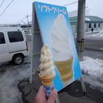 酒の松田屋 - 料理写真:ちょっと黄色いソフトクリーム
