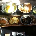 杉や - 料理写真:日替わり定食、食後の珈琲/紅茶付で何と880円!