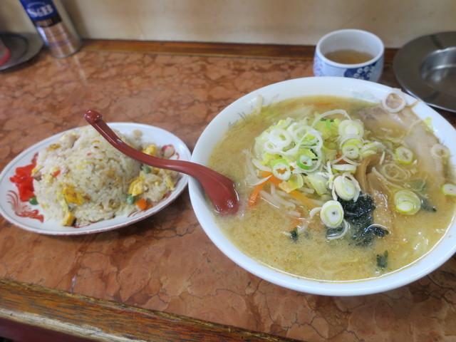 珉珉亭 - 味噌ラーメン、半チャーハン自力セット(¥1.080)