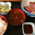 呑み喰い処 奥飛騨 - 天然ブリ刺身定食(780円)