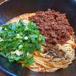汁なし担々麺 階杉 - 麺2玉は特盛扱い