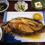 仲泊海産物料理店 - エイグワーのバター焼き定食