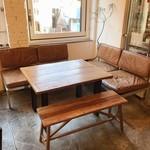 カフェ ウォール - 大きいソファのお席