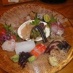 小石川 かとう - お刺身の盛り合わせ(カサゴ、マグロ、鯛、鰹のたたき、ほっき貝等)