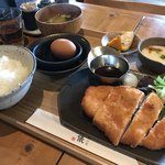 釜炊近江米 銀俵 - チキンカツの定食に卵かけセットで