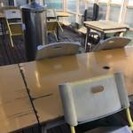 めしや 大磯港 - テラス席
