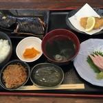 めしや 大磯港 - ★トッパタ煮付け ぶり刺身 地魚フライ付き(1400円)★