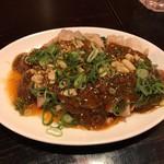 四川料理 芙蓉麻婆麺 - 辣油と花椒が香るよだれ鶏
