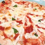 ベツ・バラーレ - ピッツァ「マルゲリータ」。定番の美味しさ。