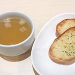 ベツ・バラーレ - セットのスープとガーリックトースト。