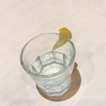 ベツ・バラーレ - 食後にいただくレモン水。