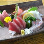すし小島 - 料理写真:お刺身もリーズナブルにお召し上がりいただけますので、お酒とご一緒にどうぞ♪