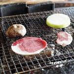 十割そば処 山獲 - 焼き野菜は椎茸、玉葱、ピーマン。