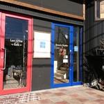 Lavi Ande Cafe - 左側、赤い入り口に入って下さい‼