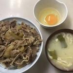 78683230 - 牛丼(並) ¥480 + 玉子 ¥60 + みそ汁 ¥60