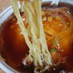 焼肉台湾料理 昇龍 - やや細めのちじれ麺