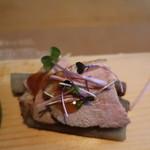 漬け野菜 イソイズム - 鴨肉が乗ったごぼうのピリ辛醤油漬け