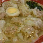 78691245 - 具がしっかり入った雲吞が10個とボリューム満点。 スープは味わい深いあっさり鶏清湯。