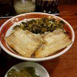 78691256 - 魯肉飯(ルーローハン)には高菜も入ってます。ザーサイ付き