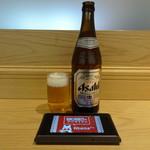 鶏白湯らーめん 自由が丘 蔭山 - 瓶ビール(480円)と呼出しディスプレー