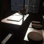 名古屋もつ焼き ひとすじ - 個室。日差しでうまく撮れなかった、、、