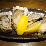 夜景のみえる 北海道原始焼き酒場ルンゴカーニバル - 生牡蠣(100円)×2