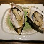 夜景のみえる 北海道原始焼き酒場ルンゴカーニバル - 焼き牡蠣(120円)
