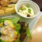 ベーカリーカフェ デリーナ - 本日のココットとサラダ。
