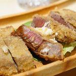 味ひろ - ビーフカツレツにソースとマヨネーズ