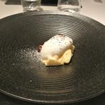 リストランテ カノフィーロ - 紅玉リンゴのタタンのティラミス マスカルポーネチーズのジェラートをのせて