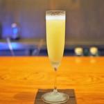 bar K家 - ドリンク写真:シャンパンと洋梨のカクテル