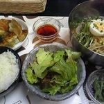 アジアン料理 友 - 特製冷麺&手作り焼きワンタン定食