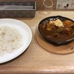レッコルニーア・ペル・ウッチェリーノ - 2017年12月の月替わりカレー「生姜煮豚の辛口カレー990円」