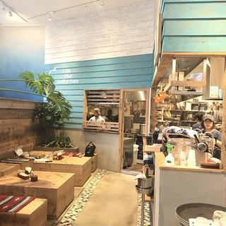 シドニーにあるボンダイビーチをイメージした店内空間