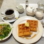ノア カフェ - ブレンドコーヒーワッフルモーニング496円、ゆで卵162円