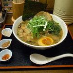 丸直 - 豚骨魚介系 醤油ラーメン600円