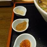 丸直 - 上から「煮干し」「魚粉」「一味」