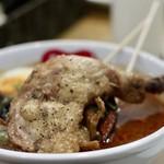 スープカレー スアゲ2 - パリパリに揚げたチキンレッグ