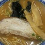 大貫本店 - 中華そば(普通)   100年間、熟成醤油を追い足ししてきた伝統あるスープ