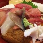 加茂寿司 - との様チラシ 1,050円 ネタ15種類とのことですが、カマボコやおあげも入れての15種類(笑)