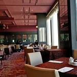 オークラレストラン スカイキャロット - 高い天井に解放感あり