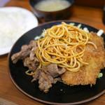 78727102 - 日替わり 豚肉生姜焼きとチキンカツ定食 ¥500