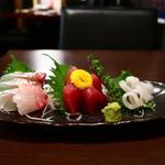 産直市場 丸 - 鮮魚の3点盛