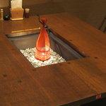"""野の茶 - 囲炉裏テーブルが春には""""灯り""""テーブルとなっている"""