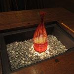 """野の茶 - 春になり炭火から""""灯り""""になった囲炉裏テーブル"""