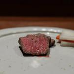 肉料理 それがし - お肉の焼物 【黒毛和牛内もも 岩塩と挽きたて山椒】