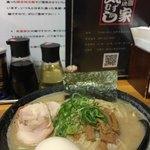 気むずかし家 - 鶏白湯大盛り。740+120¥ 濃いけどくささはない。全粒粉麺おいしい