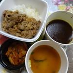 78735319 - カルビ黒カレー(600円)とキムチ・味噌汁セット(130円)