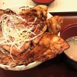 き久好 - 豚丼(赤)重ね盛り